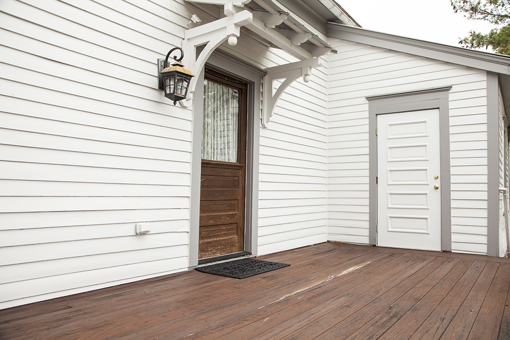 Design Center – Outdoor – Front Door Side